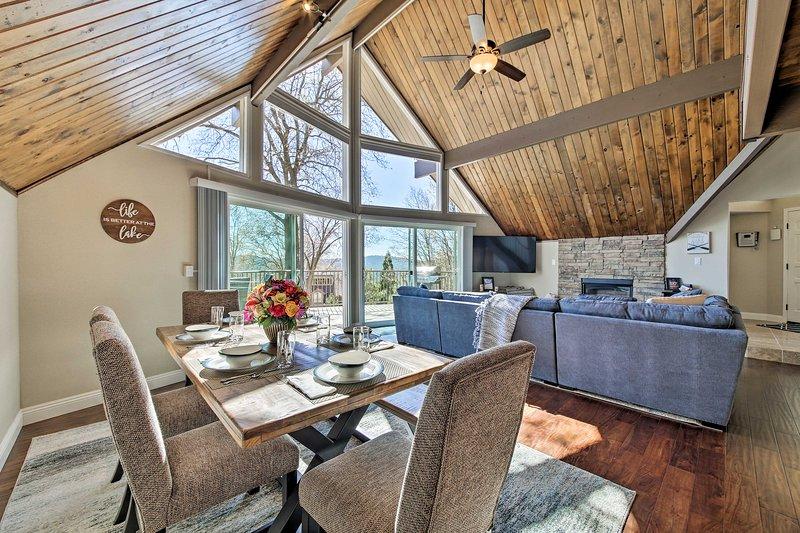 Lake Arrowhead House w/ Spa & Mountain/Lake Views!, holiday rental in Victorville