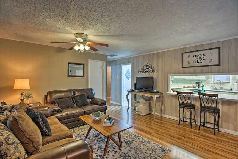 Make this lovely vacation rental home your Tulsa holiday destination!