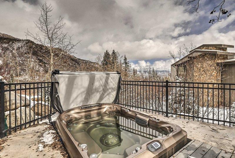 Ski-in/Ski-out Snowmass Studio w/Hot Tub!, location de vacances à Snowmass Village
