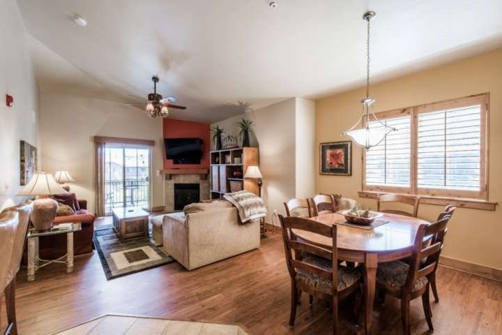 Table with seating for 6 / Sleeper Sofa / Gas Fireplace / Private Patio with Mountain Views / Cable & WiFi