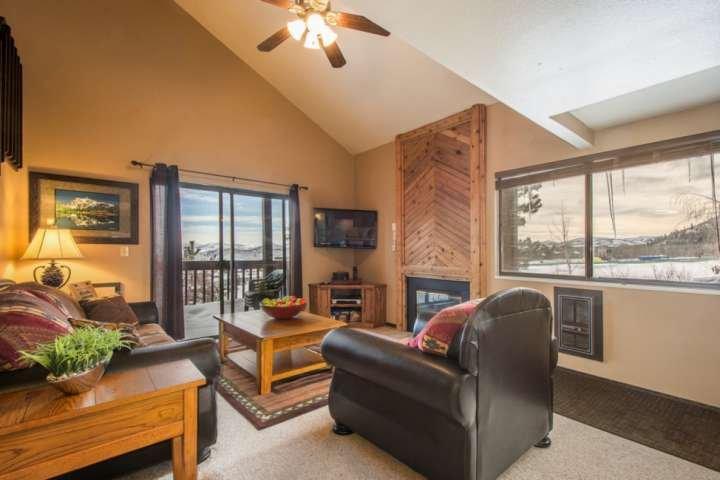 Situé à seulement 300 mètres de la base du Canyons Resort, vous êtes idéalement situé pour des vacances d'été ou d'hiver.
