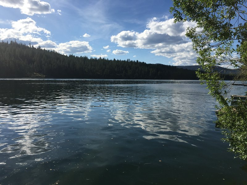 Lake Spokane Retreat House, casa vacanza a Nine Mile Falls