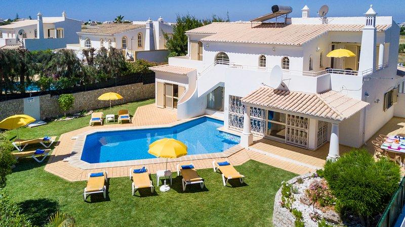 TILIA Bright villa, pool (heatable), garden,1,5km to beach,AC,WiFi, casa vacanza a Gale