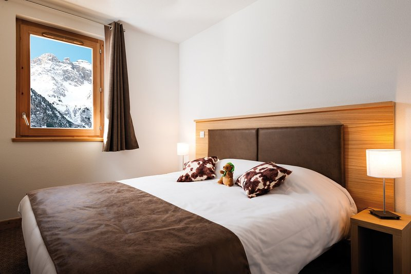 Get a sumptuous night sleep on the plush Double bed in the bedrooms