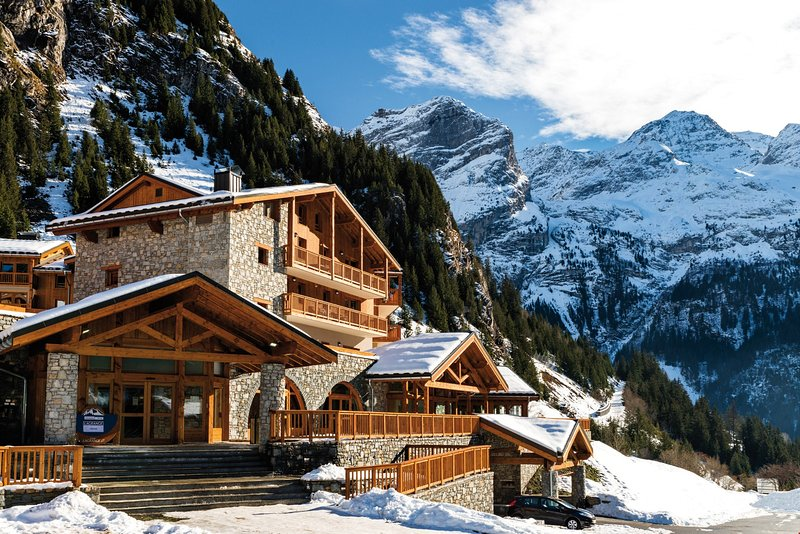 This is the perfect location for ski lovers! Only 200 to the ski lift and 1.1 km to the centre of the resort.