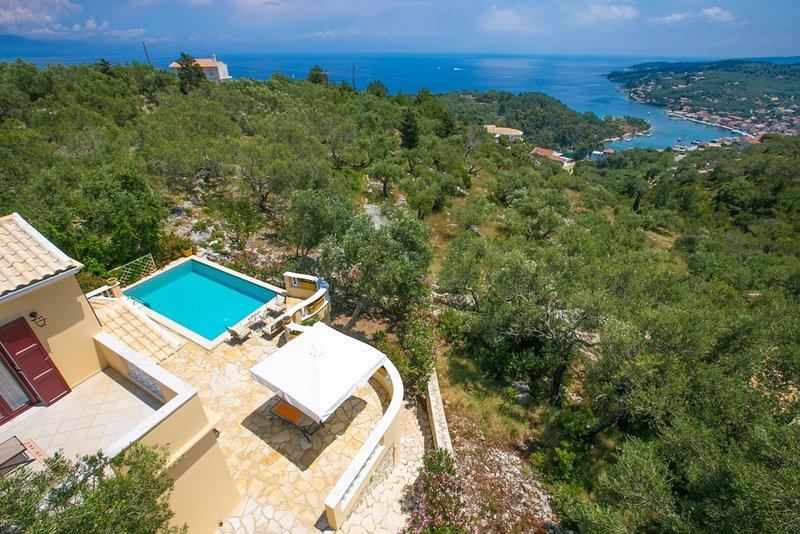 Theodora Villa - 2 BR Tranditional House close to Gaios Town, holiday rental in Platanos
