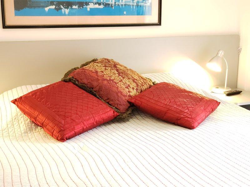 Detail of queen bed