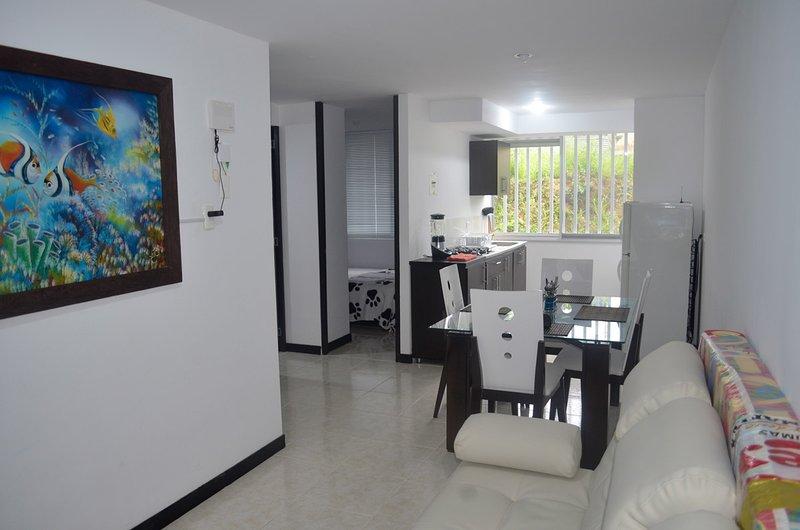 Apartamento amoblado, eje cafetero a 3 Km del Parque del Café Internet Wifi, location de vacances à Montenegro