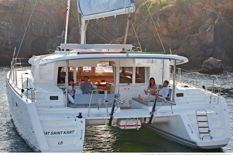 Luxury Catamaran Lagoon 450, AC & Generator, Dubrovnik-Split, holiday rental in Vis