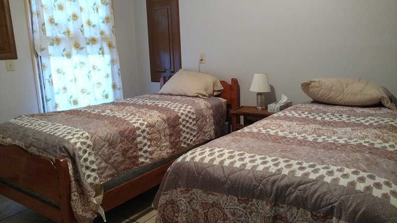 Caddy Shack guest house, holiday rental in Elba