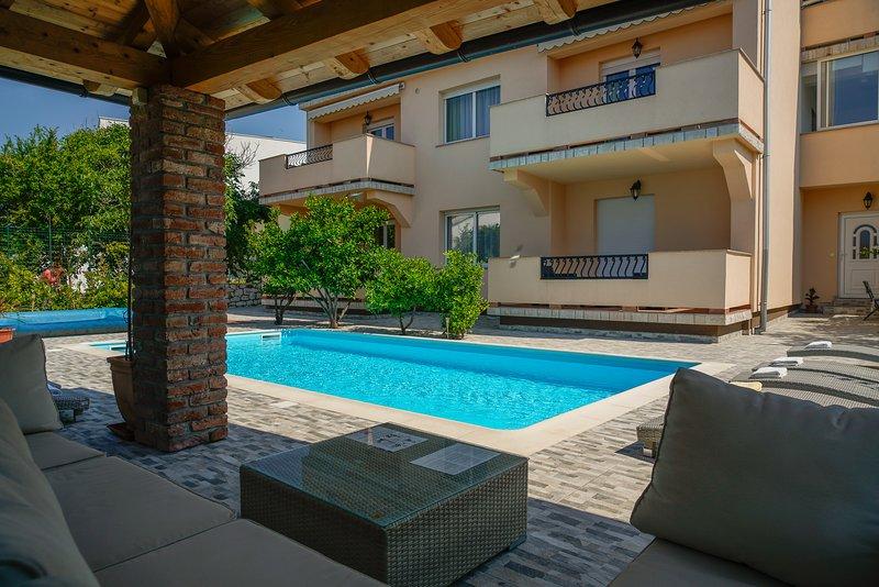 Close to Sea&City / Pool&Grill, Apartment Lemon, casa vacanza a Rab Island