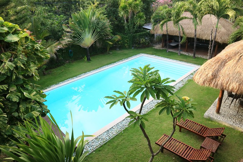 VILLAKU KUTA (PRIVATE VILLA 4 BR+EXTRA LARGE POOL) 3mnts from Airport, Ferienwohnung in Kuta