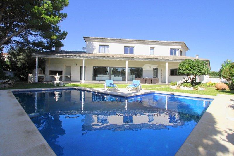 PERLA Gran villa piscina privada y WiFi gratis, vacation rental in L'Hospitalet de l'Infant