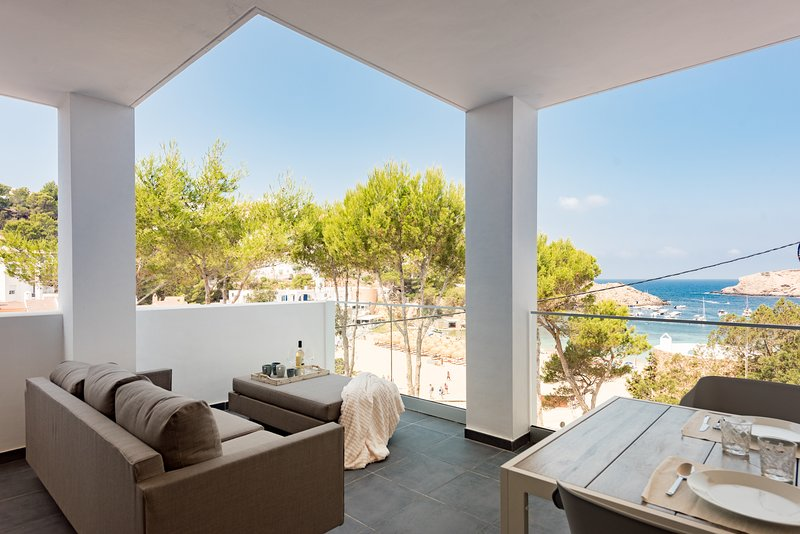 Cala Vadella Deluxe, brand new flat with see views up to 2+2., holiday rental in Cala Carbo