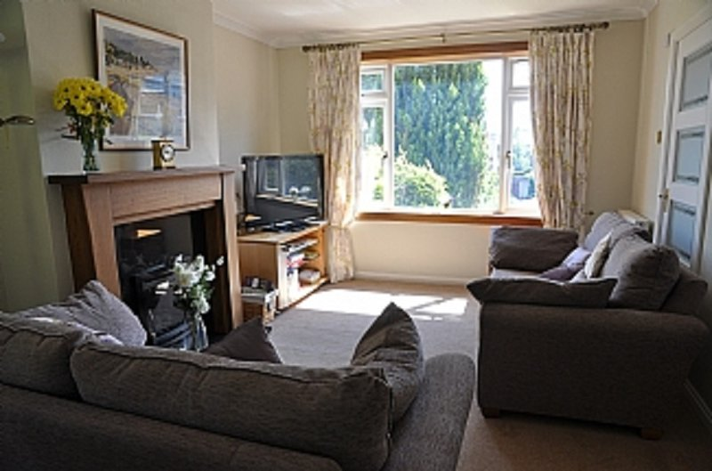 House with beautiful views to Edinburgh Skyline, vacation rental in South Queensferry