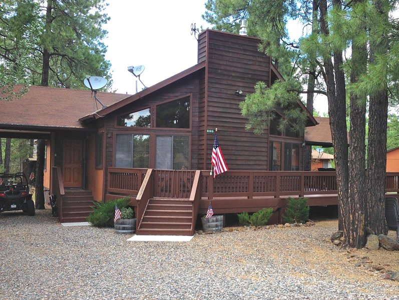Cozy Cabin in the Woods, holiday rental in Munds Park