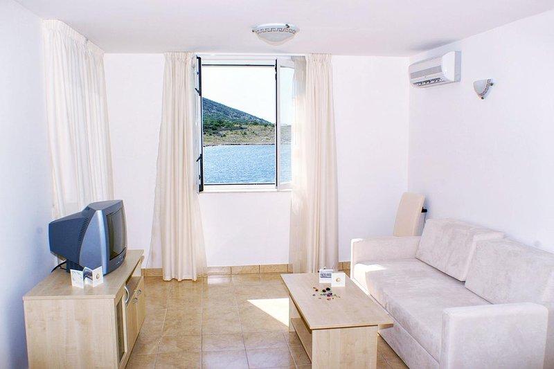 Vinjerac Apartment Sleeps 4 with Air Con - 5461698, holiday rental in Vinjerac