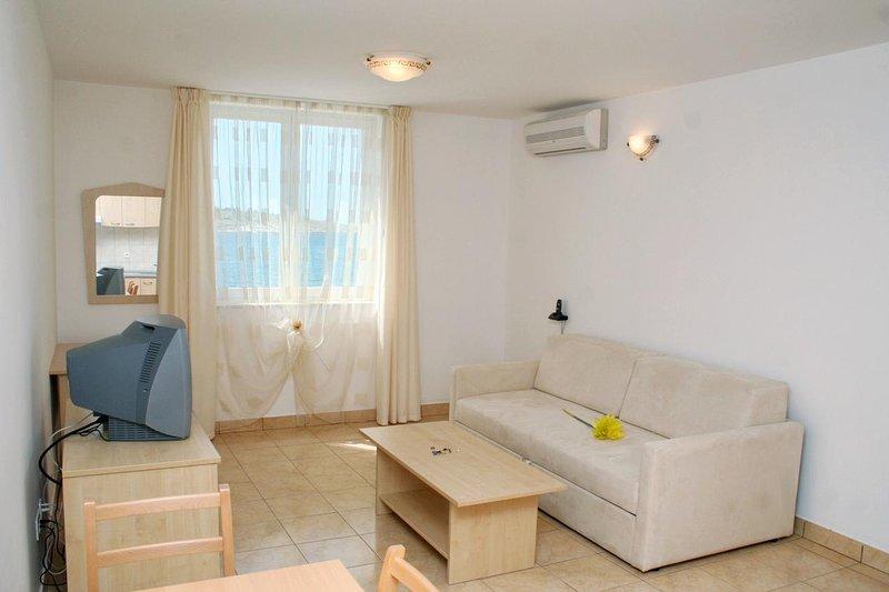 Vinjerac Apartment Sleeps 2 with Air Con - 5461699, holiday rental in Vinjerac