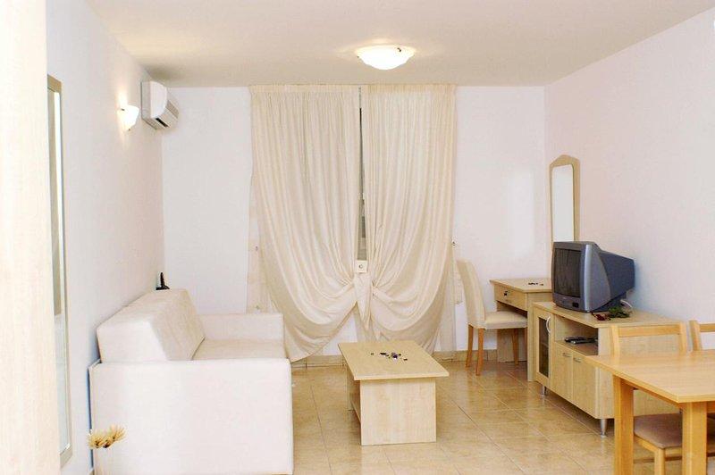 Vinjerac Apartment Sleeps 2 with Air Con - 5461692, holiday rental in Vinjerac