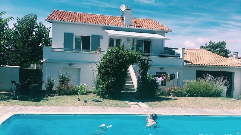 Belle villa familiale avec piscine dans la villa proche - Villa charente maritime avec piscine ...
