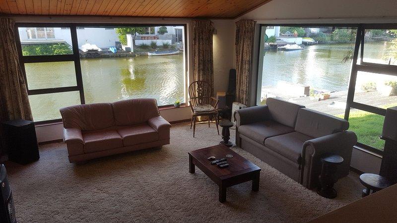 Spacious Sunken Lounge Beside The Lake