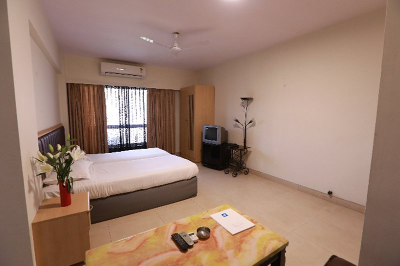 Landmark Suites *Studio Regular Apartment -1, vacation rental in Ghātkopar
