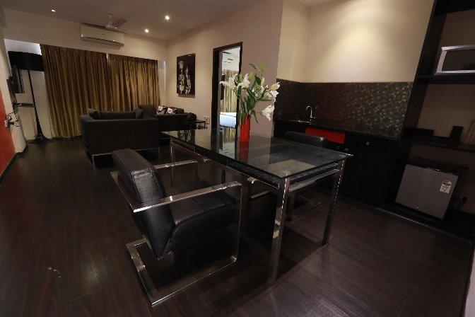 Landmark Suites -Deluxe1 bedroom apartment, vacation rental in Ghātkopar