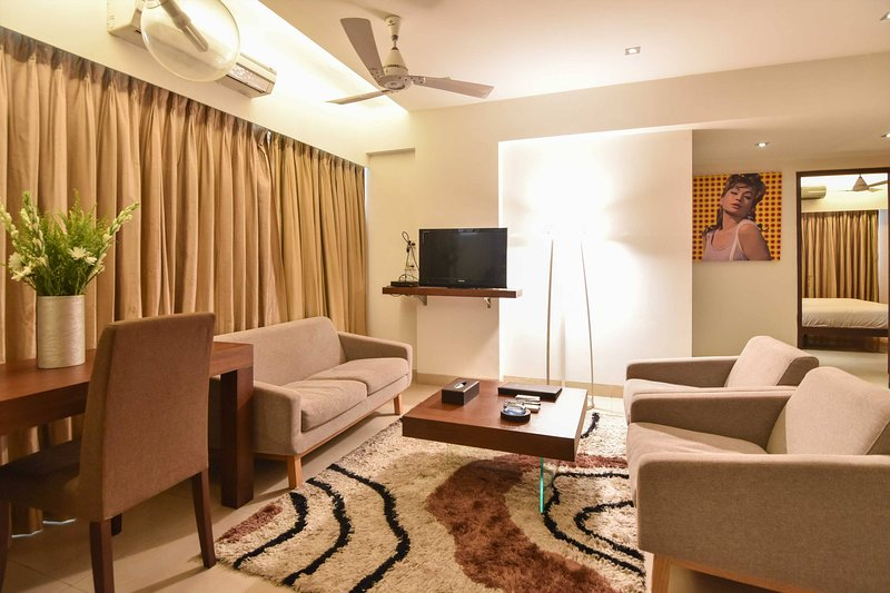 Landmark Suites -Deluxe 2 bedroom apartment, vacation rental in Ghātkopar