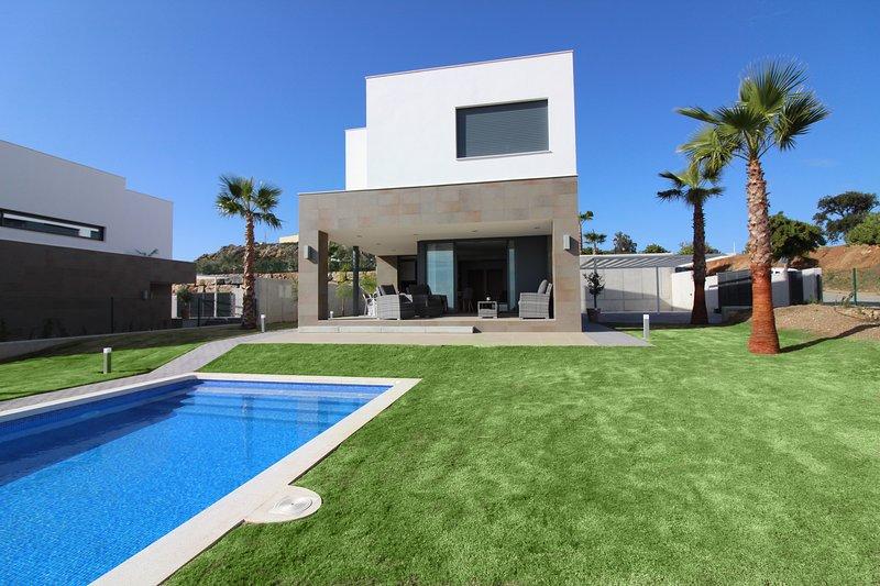 Splendide villa 4 chambres avec piscine privée à Manilva - Sotogrande, vacation rental in San Martin del Tesorillo