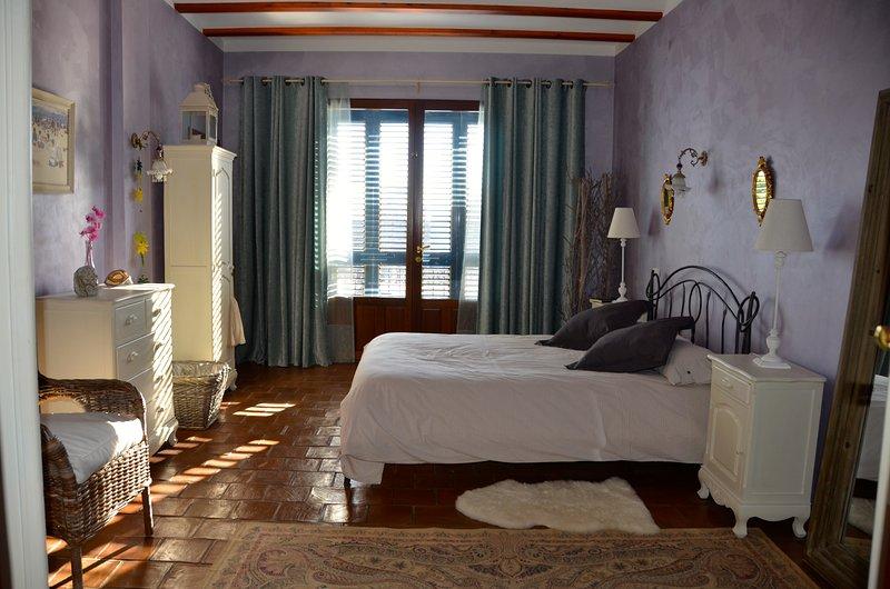 La Isla del Júcar: Casa Rural con piscina, bbq y cerca de la playa, vacation rental in Manuel