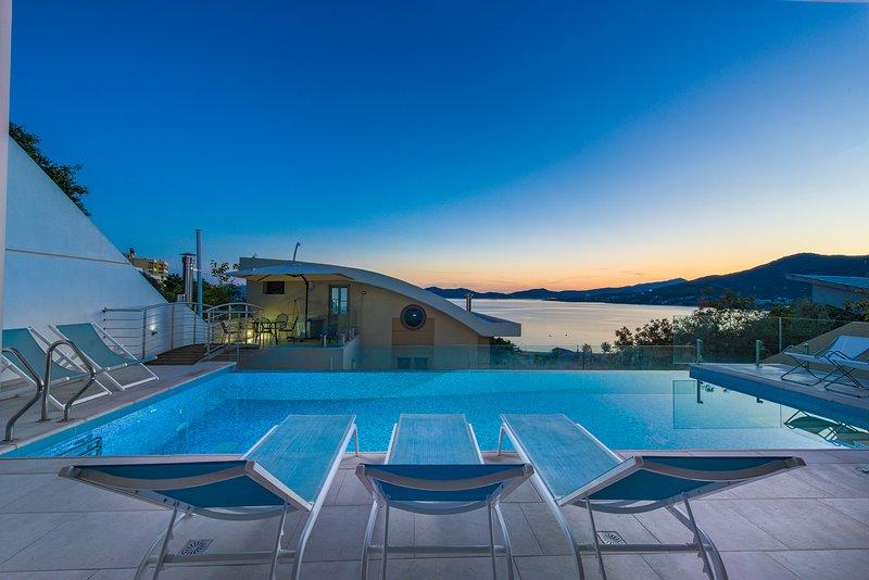 Villa Evian - Luxury Villa with a Pool by the Sea!!!, aluguéis de temporada em Symvoli