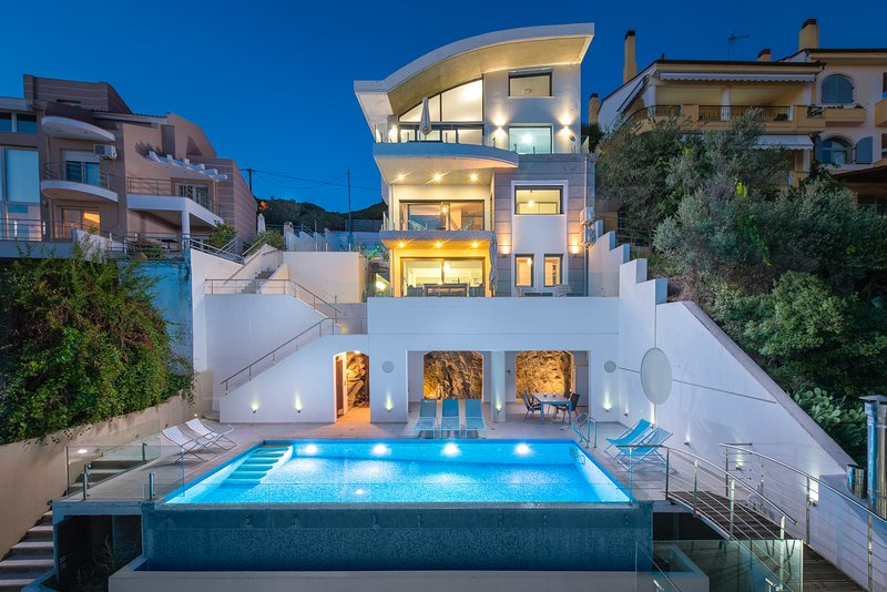 Villa Evian - Luxury Villa with a Pool by the Sea!!!, holiday rental in East Macedonia and Thrace