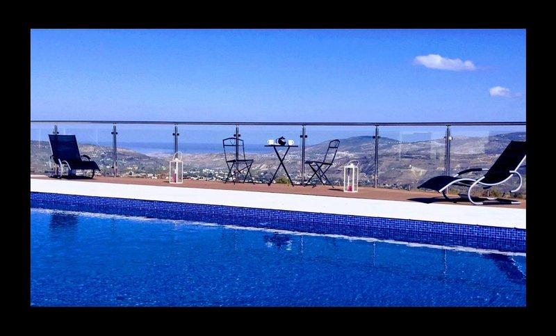Villa Aera spacious and beautifully Stroumbi Paphos, vacation rental in Stroumbi