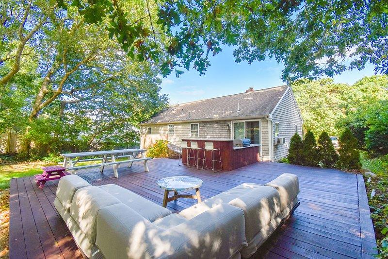 #905: Fully Renovated, Mahogany Deck w/ Granite Bar, Walk to Scargo Lake!, Ferienwohnung in East Dennis