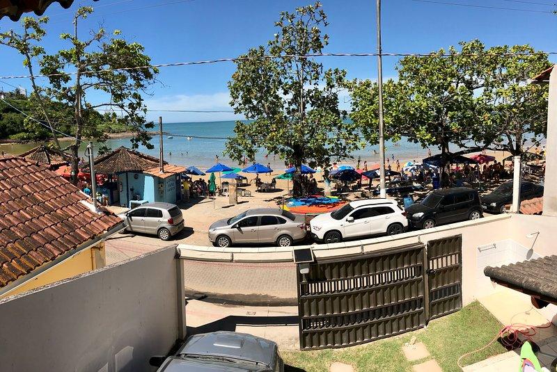 Ubú - Casa duplex de frente para praia 2 garagens, location de vacances à Alfredo Chaves
