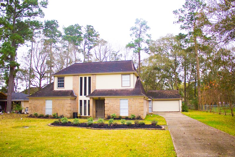 Spacious House in Spring Near Bush Aiport (IAH) and Freeway I-45, holiday rental in Spring