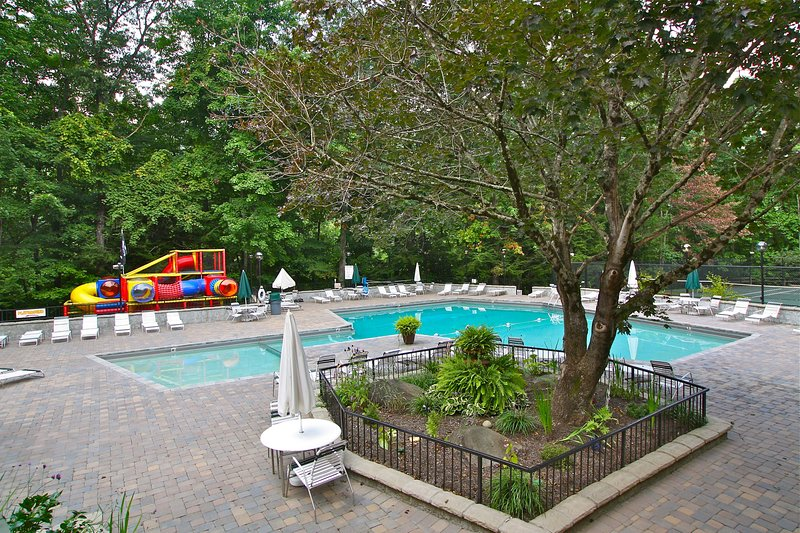 Owners Club less than 1.2 mile away - swimming in summer, 2 tennis courts and playground