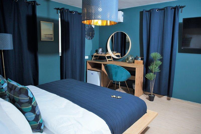 Hotel La Finca - Linda Vista Deluxe King Suite, vacation rental in Mashabei Sadeh