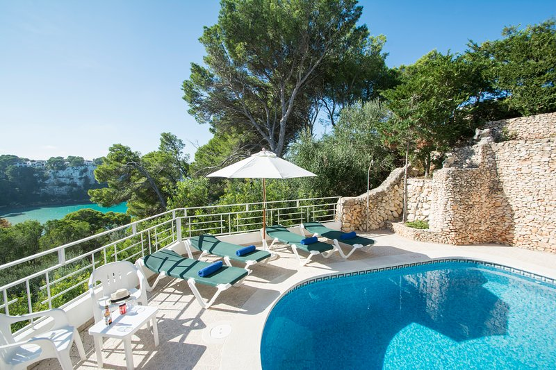 Miramar I, Apartment with sea view and private swimming pool in Cala Galdana, vacation rental in Cala Galdana