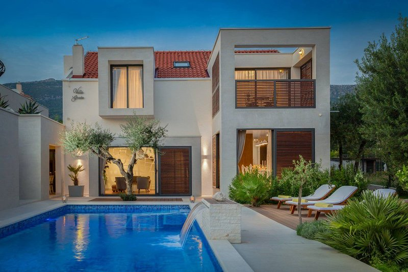 Villa Grace Kastela – Luxury villa with pool and Jacuzzi near Split, vacation rental in Kastela