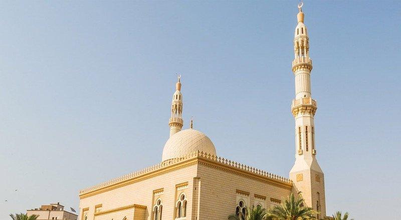 Entire 2BR w/ WiFi+Breakfast, 5' Walk to Metro, alquiler de vacaciones en Ajman