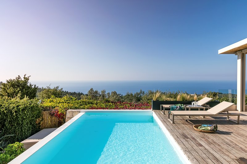 Extravagant Luxury Villa with Private Pool, Panoramic Sea View and Dreamy Sunset, vacation rental in Kavallos