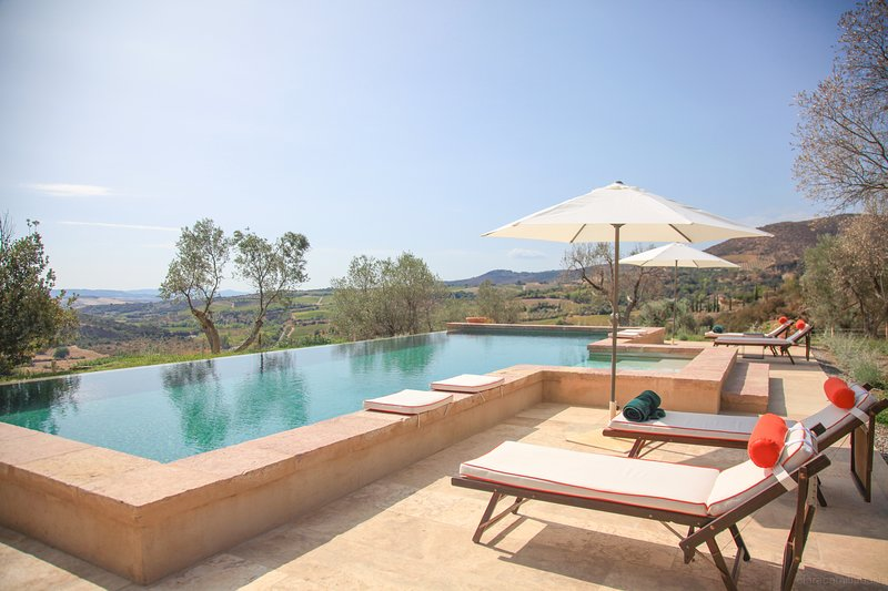 Luxury villa near Montalcino with an unique view. 4 bedrooms with private pool!, vacation rental in Montalcino