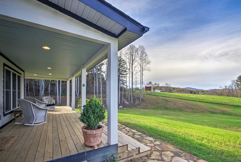Charming Fairview Home on 40-Acre Horse Farm!, holiday rental in Fairview