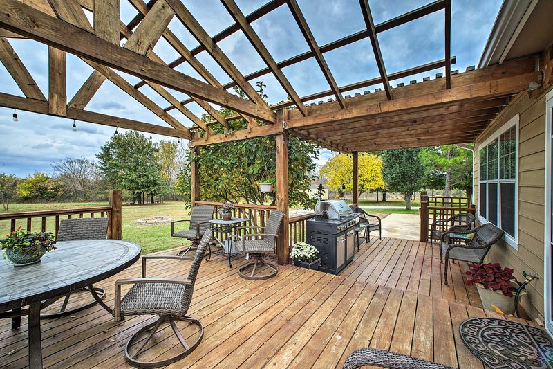 15-Acre Retreat By Skiatook Lake & Downtown Tulsa, holiday rental in Sperry