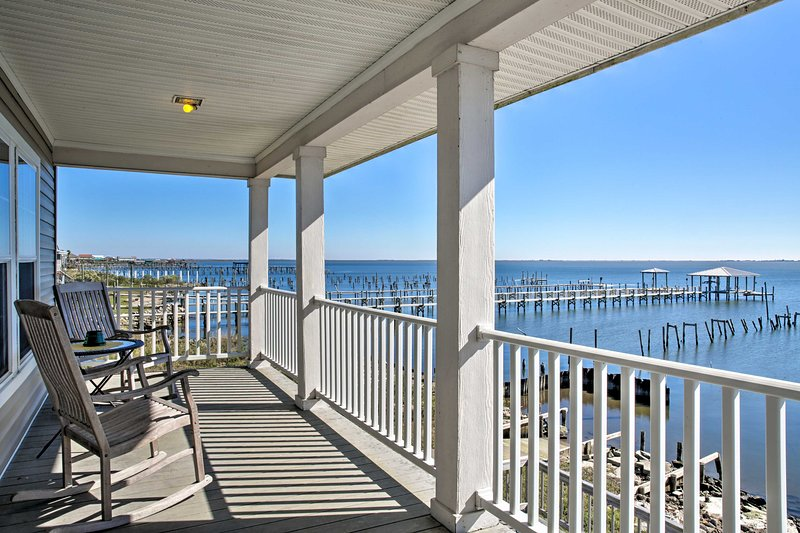 Capture the essence of New Orleans from this lakefront vacation rental.