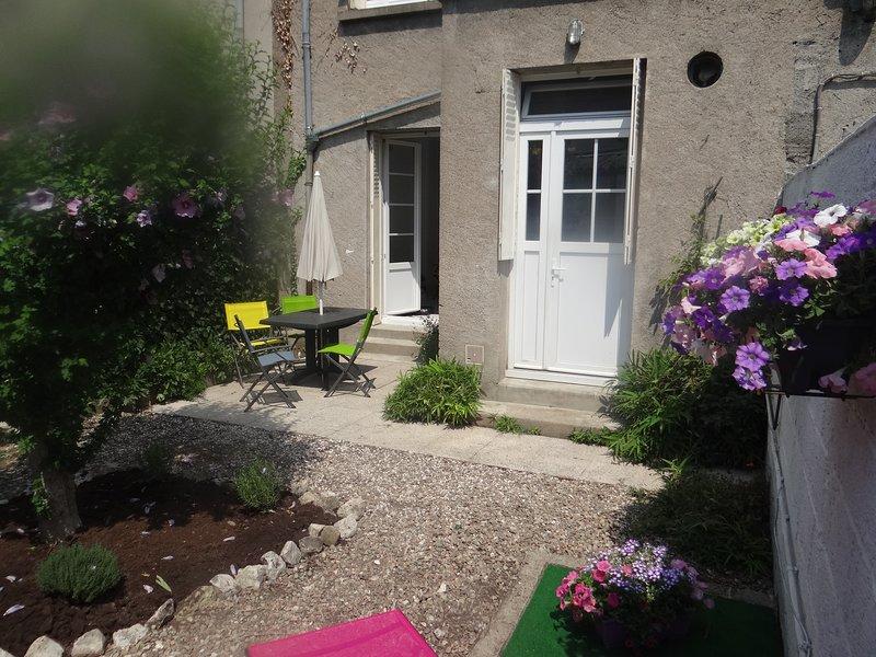 Hypercentre, au calme , patio du centre-ville  3 etoiles, location de vacances à Joué lès Tours