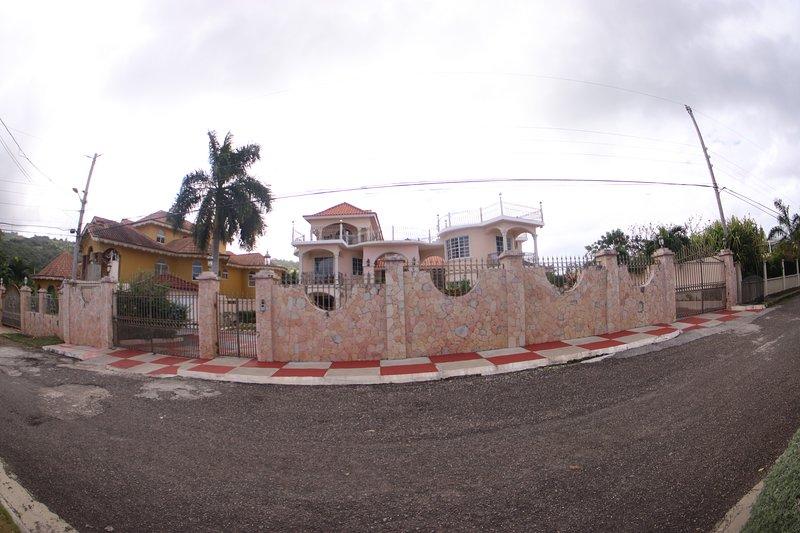 Pinnacle View Estate Colors Hideaway, alquiler vacacional en Ironshore