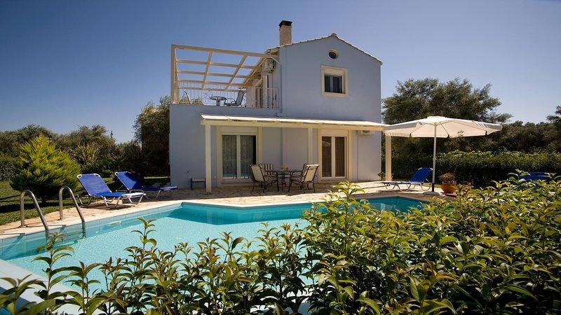 2 Bedroom Villa Iolis, Lefkada, Greece, aluguéis de temporada em Lefkada Town