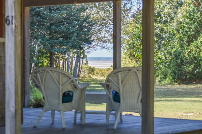 #519: Private beach access, Screened in dining, Wrap around porch! Dog friendly!, holiday rental in Orleans